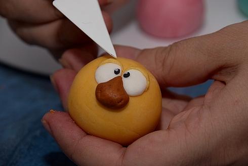 Видео как сделать из пластилина смешариков